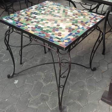 Mesa de forja con mosaico