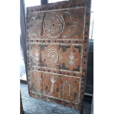 Puerta decorada a mano