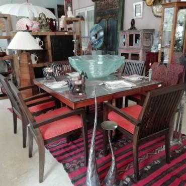 Conjunto mesa y sillas a juego