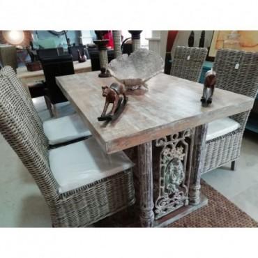 Conjunto mesa y sillas de ratán