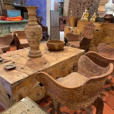 Conjunto de madera tallada