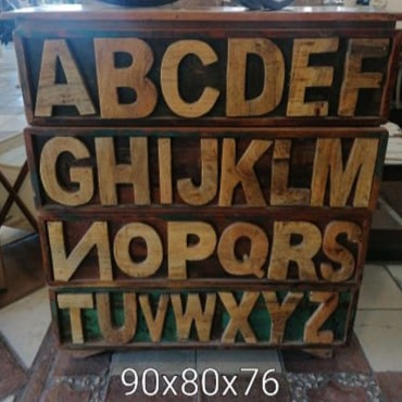 Mueble auxiliar abecedario