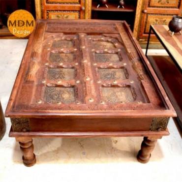 Mesa de madera baja rectangular