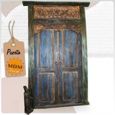 Puerta de tonos azules